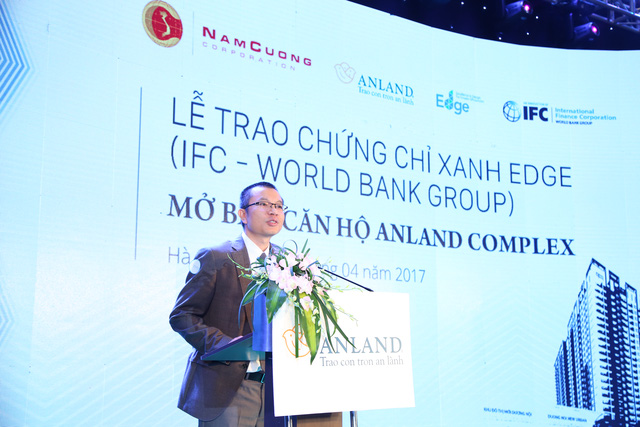 Đại diện chủ đầu tư Phó Tổng giám đốc Trần Như Trung phát biểu trong lễ nhận chứng chỉ